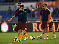 Calcio, Serie A: Roma, stadio Olimpico, 21 settembre 2016.<br /> Roma&rsquo;s Francesco Totti warms up before to the start of the Serie A soccer match between Roma and Crotone at Rome's Olympic stadium, 21 September 2016. Roma won 4-0.<br /> UPDATE IMAGES PRESS/Isabella Bonotto