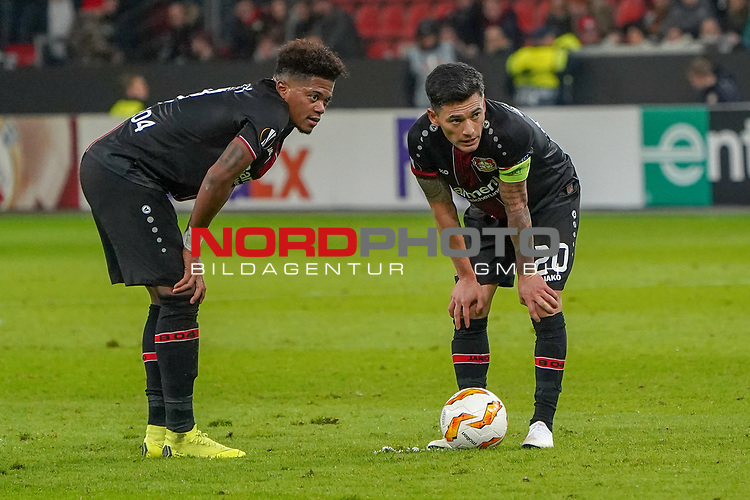 29.11.2018, BayArena, Leverkusen, Europaleque, Vorrunde, GER, UEFA EL, Bayer 04 Leverkusen (GER) vs. Ludogorez Rasgrad (BUL),<br />  <br /> DFL regulations prohibit any use of photographs as image sequences and/or quasi-video<br /> <br /> im Bild / picture shows: <br /> Leon Bailey (Leverkusen #9), li und Charles Aránguiz (Leverkusen #20), beraten wie sie einen Freistoss ausfuheren<br /> <br /> Foto © nordphoto / Meuter<br /> <br /> <br /> <br /> Foto © nordphoto / Meuter