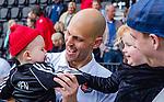 AMSTELVEEN  - Justin Reid-Ross (Adam) met Ben na de wedstrijd.    Hoofdklasse hockey heren ,competitie, heren, Amsterdam-Pinoke (3-2)  . COPYRIGHT KOEN SUYK