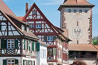Germany, Baden-Wurttemberg, Black Forest, Gengenbach: centre with Upper Gate and half-timbered houses | Deutschland, Baden-Wuerttemberg, Schwarzwald, Gengenbach im Ortenaukreis: Stadtzentrum mit Obertor und Fachwerkhaeusern