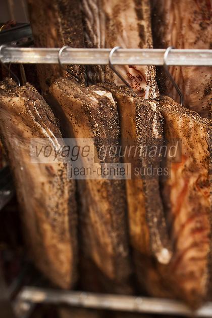 Europe/France/Midi-Pyrénées/12/Aveyron/Aubrac/Laguiole: Poitrine  de porc plate de la Maison Conquet -  Lucien Conquet Boucher CharcutierLucien Conquet Boucher Charcutier