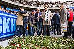 Stockholm 2014-04-06 Fotboll Allsvenskan Djurg&aring;rdens IF - Halmstads BK :  <br /> Djurg&aring;rdens supportrar l&auml;gger rosor nedanf&ouml;r Sofial&auml;ktaren i Tele2 Arena som en hyllning innan matchen till den Djurg&aring;rdssupporter som avled i samband med den allsvenska premi&auml;ren i Helsingborg<br /> (Foto: Kenta J&ouml;nsson) Nyckelord:  Djurg&aring;rden DIF Tele2 Arena Halmstad HBK supporter fans publik supporters tifo hyllning Myggan Stefan Isaksson<br /> (Foto: Kenta J&ouml;nsson) Nyckelord:  Djurg&aring;rden DIF Tele2 Arena Halmstad HBK