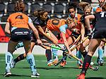 AMSTELVEEN  - Marle Brenkman (Gro) met Leiah Brigitha (A'dam)   Hoofdklasse hockey dames ,competitie, dames, Amsterdam-Groningen (9-0) .     COPYRIGHT KOEN SUYK