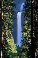 USA, California, Yosemite National Park, Lower Yosemite Falls