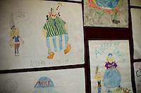 A l'occasion de la sortie du film « Astérix et Obélix en Grande-Bretagne », l'ambassade de France a organisé un concours national de dessin à l'attention des élèves apprenant le français dans les établissements scolaires croates. Le concours portait sur « la représentation des manières de s'habiller ». Il s'agissait d'imaginer les deux héros de bande dessinée changeant de costume dans les pays qu'ils visitent.