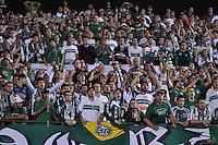 SÃO PAULO, SP, 14 DE JUNHO DE 2012 - COPA DO BRASIL - SÃO PAULO x CORITIBA: Torcida do Coritiba durante partida São Paulo x Coritiba, válido pela semifinal da Copa do Brasil em jogo realizado no Estádio do Morumbi. FOTO: LEVI BIANCO - BRAZIL PHOTO PRESS
