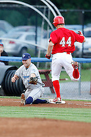 August 11, 2009:  First Baseman Ronnie LaBrie of the Vermont Lake Monsters stretches to get Kyle Connolly during a game at Dwyer Stadium in Batavia, NY.  The Lake Monsters are the Short-Season Class-A affiliate of the Washington Nationals.  Photo By Mike Janes/Four Seam Images