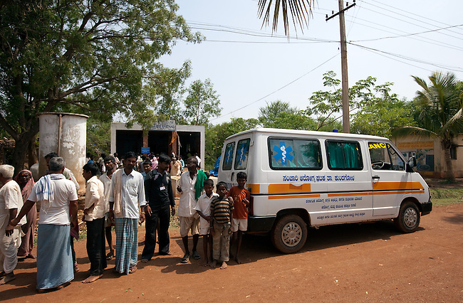 21 May 2013, Rattgeri Village, Karnartaka, India:  Villagers wait to be attended to by Dr Bellada of the Karnataka Mobile Health Clinic project in the Anganwadi centre at Rattgeri  Village outside of Hubli. The World Bank is financing the Karnataka Health Systems Project that is bringing mobile health clinics to remote villages in Karnataka and covers the cost of an ambulance, a doctor, pharmacist, two nurses, a cleaner and a driver. Villagers have the opportunity to see a doctor once a week for basic services and will be referred to Primary Health Care centres for larger issues Picture by Graham Crouch/World Bank