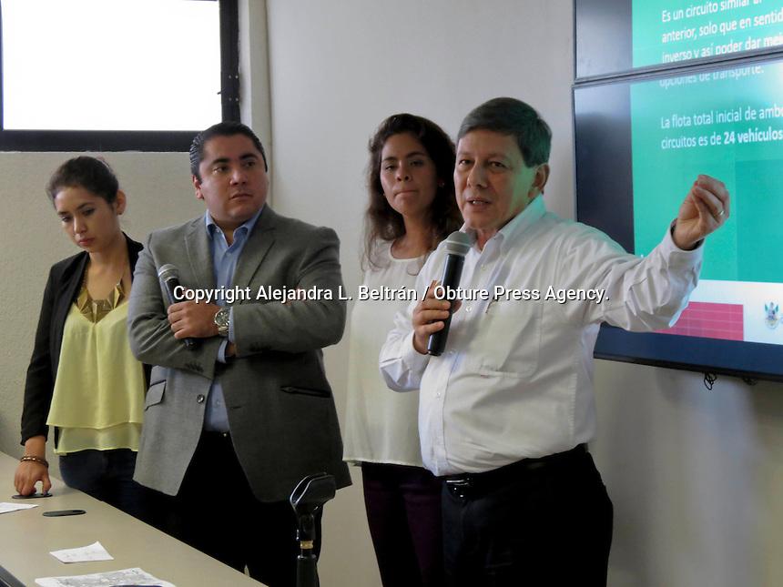 Quer&eacute;taro, Qro. 13 de noviembre 2014.  Luis Enrique Moreno, director del Instituto Queretano del Transporte, anunci&oacute; hoy la incorporaci&oacute;n de tres nuevas rutas al sistema de transporte de la Zona Metropolitana REDQ. Estas tres rutas comenzar&aacute;n a operar a partir del lunes 17 de noviembre de 2014 en un horario de 5 de la ma&ntilde;ana a 11 de la noche. A continuaci&oacute;n se describen los recorridos:<br /> <br /> 1. Ruta 130 y 131: Inicia en colonia Cerrito Colorado, en Avenida de la Luz y Prolongaci&oacute;n Bernardo Quintana; sube por Bulevar de la Naci&oacute;n pasando por la UTEQ y el ITQ Campus Norte; luego por la Prepa norte. Llega hasta el Tecnol&oacute;gico de Monterrey para luego avanzar por F&eacute;lipe &Aacute;ngeles y seguir por Ezequiel Montes, Zaragoza, Tecnol&oacute;gico hasta la UAQ. De ah&iacute; va hasta Bernardo Quintana por 5 de febrero. <br /> <br /> 2.Ruta 132: Inicia en Azucenas por Avenida de la Lu&lt; y toma por Bulevar Bernardo Quintana, llegando a Plaza del Parque. Baja a Corregidora Norte y se incorpora a Avenida Universidad, hasta llegar al mercado de la Cruz y posteriormente a la Avenida Constituyentes. Pasa por Plaza de las Am&eacute;ricas, la Cl&iacute;nica 16 del IMSS y finalmente termina su recorrido en la Alameda.<br /> <br /> 3. Ruta 133: Circula por el Libramiento Fray Jun&iacute;pero para incorporarse a San Jos&eacute; el Alto y baja por Avenida Bel&eacute;n. Pasa por la UTEQ y la Prepa Norte y contin&uacute;a por Pie de la Cuesta. Se incorpora a Bulevar Bernardo Quintana llegando hasta la Obrera y avanza por la Avenida Revoluci&oacute;n hasta 5 de febrerdo, donde llega a la UAQ. <br /> <br /> Foto: Alejandra L. Beltr&aacute;n / Obture Press Agency.