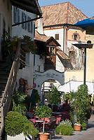 Italien, Suedtirol, Ortsmitte der Marktgemeinde Lana, Weinbauregion im Meraner Becken gelegen zwischen Meran und Bozen   Italy, South Tyrol, Alto Adige, centre of community Lana, wine-growing region between Merano and Bolzano