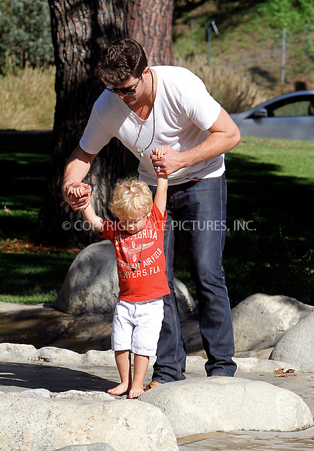 WWW.ACEPIXS.COM . . . . .  ....August 9 2012, New York City....Musician Robin Thicke enjoys an afternoon in the park with his son Julian on August 9 2012 in Los Angeles....Please byline: NANCY RIVERA- ACEPIXS.COM.... *** ***..Ace Pictures, Inc:  ..Tel: 646 769 0430..e-mail: info@acepixs.com..web: http://www.acepixs.com