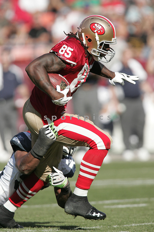 VERNON DAVIS, of the San Francisco 49ers, in action against the Seattle Seahawks during the 49ers game in San Francisco,CA on October 26, 2008. ..Seahawks  win 34-13