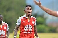 ITAGüI - COLOMBIA, 27-10-2018:Arley Rodriguez jugador del  Independiente Santa Fe celebra su gol contra Leones durante partido por la fecha 17 de la Liga Águila II 2018 jugado en el estadio Metropolitano de Itagüi de la ciudad de Medellín. /Arley Rodriguez player of Independiente Santa Fe celebrates his goal agaisnt of  Leones  during the match for the date 17 of the Liga Aguila II 2018 played at the Metropolitano de Itagui Stadium in Medellin city. Photo: VizzorImage / León Monsalve  / Contribuidor