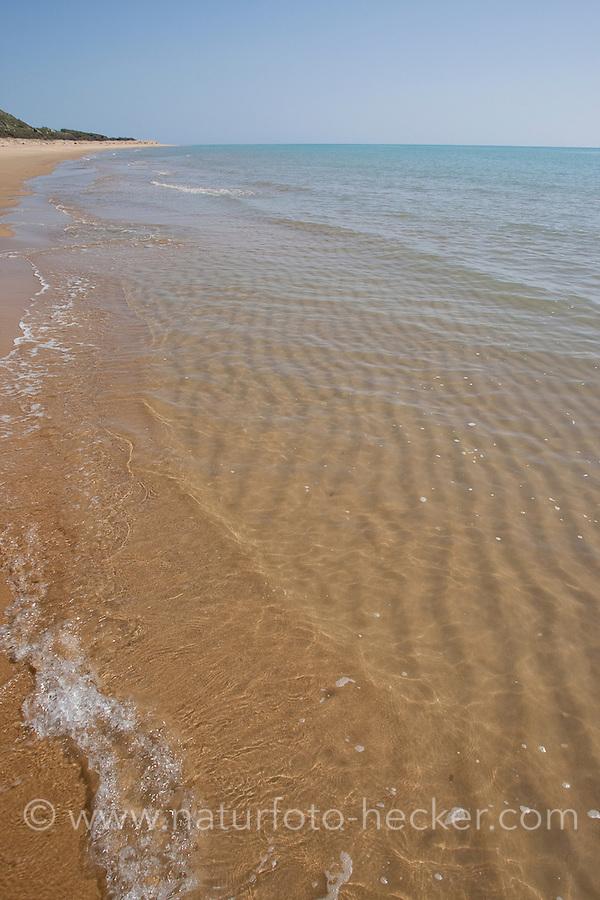 Sandstrand, Strand, Küste, Meeresküste, Meer, Mittelmeer, Dünung, seichte Wellen, Riffel, Sandriffel, Italien, Sizilien, Sandy beach, coast, seaside, sea, Mediterranean Sea, swell, shallow waves, ripples, sand ripples, Italy, Sicily