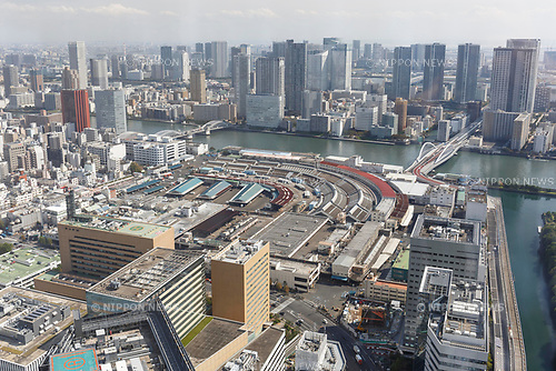 Overhead view of Tokyo's Tsukiji Wholesale Fish Market on October 10, 2018, Tokyo, Japan. Tokyo's iconic fish market closed its doors for the last time on October 6 for a move to a newly created facility, ''The Toyosu Fish Market,'' which will start operating on October 16. The wholesale fish market in Tsukiji first opened in the mid-1930s and was one of the Japanese capital's most popular destinations for international tourists. (Photo by Rodrigo Reyes Marin/AFLO)