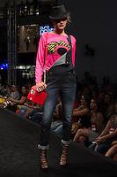 S&Atilde;O PAULO-SP-03.03.2015 - INVERNO 2015/MEGA FASHION WEEK -Grife Gringa.com/<br /> O Shopping Mega Polo Moda inicia a 18&deg; edi&ccedil;&atilde;o do Mega Fashion Week, (02,03 e 04 de Mar&ccedil;o) com as principais tend&ecirc;ncias do outono/inverno 2015.Com 1400 looks das 300 marcas presentes no shopping de atacado.Br&aacute;z-Regi&atilde;o central da cidade de S&atilde;o Paulo na manh&atilde; dessa segunda-feira,02.(Foto:Kevin David/Brazil Photo Press)