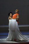 PORGY AND BESS..Mise en scene : ORLIN Robyn.Orchestre : New World Symphony America s Orchestral Academy.Decor : DE DARDEL Alexandre.Lumiere : HEWLETT Marion.Costumes : BERIOT Olivier.Avec :.SHORT Kevin:Porgy.MAHAJAN Indira:Bess.Lieu : Opera Comique.Ville : Paris.Le : 30 05 2008.© Laurent PAILLIER / www.photosdedanse.com.All rights reserved