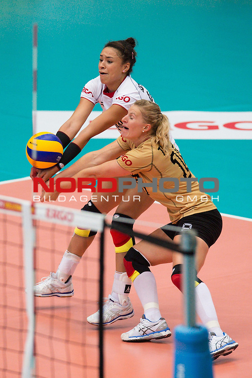 13.07.2014, Wiedigsburghalle, Nordhausen<br /> Volleyball, European League 2014, Deutschland vs. Griechenland<br /> <br /> Annahme Margareta Kozuch (#14 GER), Lisa Thomsen (#15 GER)<br /> <br />   Foto &copy; nordphoto / Kurth