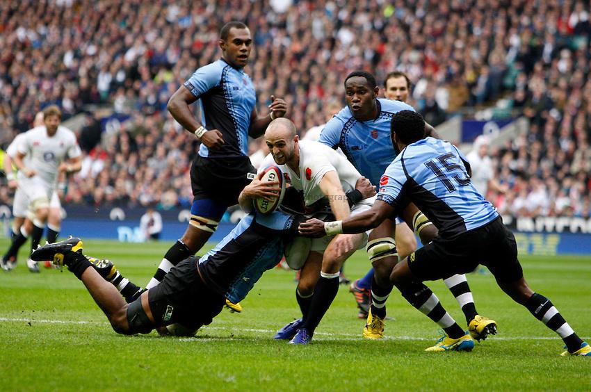 Photo: Richard Lane/Richard Lane Photography. England v Fiji. QBE Autumn Internationals. 10/11/2012. England's Charlie Sharples attacks for a try.