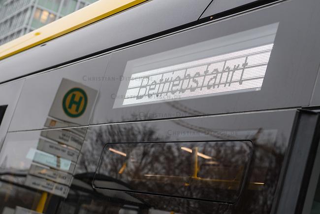 Vorstellung des ersten Serien-E-Bus in Berlin am Freitag den 4. Januar 2019 durch die BVG-Vorstandsvorsitzende und Vorstand Betrieb, Dr. Sigrid Nikutta, sowie BVG-Buschef Torsten Mareck und Regine Guenther, Senatorin fuer Umwelt, Verkehr und Klimaschutz.<br /> Im Bild: Der eCitaro von Mercedes Benz an der Haltestelle vor dem Berliner Ostbahnhof.<br /> 4.1.2019, Berlin<br /> Copyright: Christian-Ditsch.de<br /> [Inhaltsveraendernde Manipulation des Fotos nur nach ausdruecklicher Genehmigung des Fotografen. Vereinbarungen ueber Abtretung von Persoenlichkeitsrechten/Model Release der abgebildeten Person/Personen liegen nicht vor. NO MODEL RELEASE! Nur fuer Redaktionelle Zwecke. Don't publish without copyright Christian-Ditsch.de, Veroeffentlichung nur mit Fotografennennung, sowie gegen Honorar, MwSt. und Beleg. Konto: I N G - D i B a, IBAN DE58500105175400192269, BIC INGDDEFFXXX, Kontakt: post@christian-ditsch.de<br /> Bei der Bearbeitung der Dateiinformationen darf die Urheberkennzeichnung in den EXIF- und  IPTC-Daten nicht entfernt werden, diese sind in digitalen Medien nach §95c UrhG rechtlich geschuetzt. Der Urhebervermerk wird gemaess §13 UrhG verlangt.]