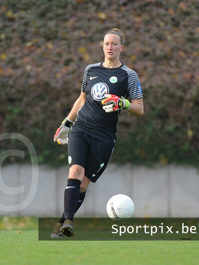 20161105 - MOENCHENGLADBACH , GERMANY : Wolfsburg's Almuth Schult pictured during an Allianz Frauen Bundesliga game between Borussia Mönchengladbach and Vfl Wolfsburg during the 7th spieltag - game for the 2016-2017 Allianz Frauen-Bundesliga season , Saturday 5 th November 2016 ,  PHOTO Dirk Vuylsteke | Sportpix.Be