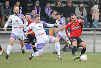 Sint Eloois Winkel Sport - Racing Club Harelbeke :<br /> Arne Vanneste (L) probeert Seid Khiter (R) af te stoppen <br /> <br /> Foto VDB / Bart Vandenbroucke