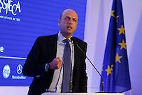 il Ministro degli Interni Angelino Alfano interviene al  30° Convegno dei Giovani imprenditori di Confindustria a Capri 16 Ottobre 2015