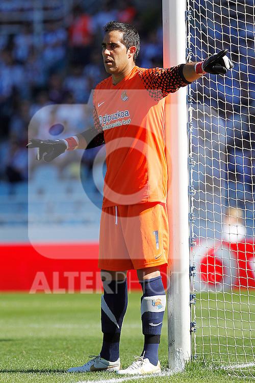 Real Sociedad's Claudio Bravo during La Liga match.October 2,2011. (ALTERPHOTOS/Acero)