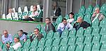 27.06.2020, Fussball: nph00001 1. Bundesliga 2019/2020, 34. Spieltag, VfL Wolfsburg - FC Bayern Muenchen, in der Volkswagen-Arena Wolfsburg. (mi. L-R) GeschŠftsfŸhrung der DFL ist Seifert und Vorstandsmitglied Oliver Kahn (Bayern MŸnchen) im GesprŠch<br /><br />Foto: Bernd Feil/M.i.S./ /Pool/nordphoto<br /><br />Nur fŸr journalistische Zwecke! Only for editorial use! <br /><br />GemŠ§ den Vorgaben der DFL Deutsche Fussball: nph00001 Liga ist es untersagt, in dem Stadion und/oder vom Spiel angefertigte Fotoaufnahmen in Form von Sequenzbildern und/oder videoŠhnlichen Fotostrecken zu verwerten bzw. verwerten zu lassen. DFL regulations prohibit any use of photographs as image sequences and/or quasi-video.    <br /><br />National and international NewsAgencies OUT.