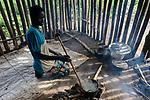 ETHIOPIA, Gambela, Anuak tribe, woman cooking in kitchen / AETHIOPIEN, Gambela, Dorf GOG DIPACH der Ethnie ANUAK, Frau Achala Gora kocht in ihrer Kueche