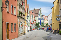 Deutschland, Bayern, Mittelfranken, Naturpark Altmuehltal, Gunzenhausen (am Jakobsweg Nuernberg - Bodensee): Altstadt mit der Weissenburger Strasse | Germany, Bavaria, Middle Franconia, Nature Park Altmuehl Valley, Gunzenhausen: Old Town with Weissenburger Street