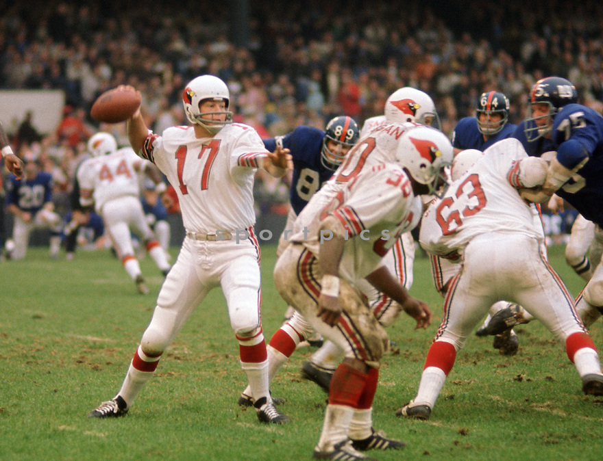 St. Louis Cardinals Jim Hart (17) during a game against the New York Giants  on October 22, 1972 at Yankee Stadium in the Bronx, New York. New York Giants  beat the St. Louis Cardinals 27-21. Jim Hart played for 19 years with 2 different teams and was a 4-time Pro Bowler.(SportPics)
