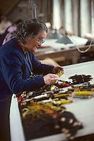 Europe/France/Limousin/23/Creuse/Aubusson: Atelier Tabard - Ouvrière choisissant de la laine<br /> PHOTO D'ARCHIVES // ARCHIVAL IMAGES<br /> FRANCE 1980