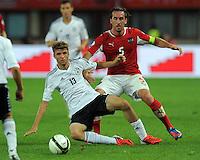 Fussball International  WM Qualifikation 2014   11.09.2012 Oesterreich - Deutschland Thomas Mueller (li, Deutschland) gegen Christian FUCHS (Oesterreich)