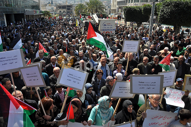 Demonstrators from the Palestinian factions participating in demonstration to end the division and are demanding a national unity in the West Bank city of Nablus, Mar. 22, 2012 .Photo by Nedal Shtieh.