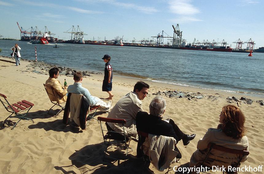 Elbstrand in Övelgönne bei der Strandperle, Hamburg, Deutschland