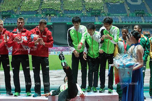 (L-R) Kazuma Oseto, Tatsuro Suwa, Takuya Nagata, Kotaro Taniguchi (JPN), JULY 12, 2015 - Athletics : Kazuma Oseto of Japan, left, slips on the podium after the 28th Summer Universiade 2015 Gwangju Men's 4x100m relay at the Gwangju Universiade Main Studium in Gwangju, South Korea. (Photo by Takashi OKUI/AFLO)