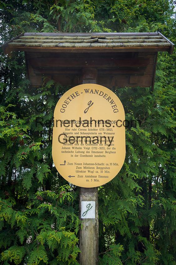 Germany, Thuringia, Ilmenau: signpost at historic cemetery on Goethe-Hiking-Trail in Thuringian Forest   Deutschland, Thueringen, Ilmenau: auf dem historischen Friedhof ein Hinweisschild auf dem Goethe-Wanderweg im Thueringer Wald