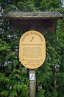 Germany, Thuringia, Ilmenau: signpost at historic cemetery on Goethe-Hiking-Trail in Thuringian Forest | Deutschland, Thueringen, Ilmenau: auf dem historischen Friedhof ein Hinweisschild auf dem Goethe-Wanderweg im Thueringer Wald