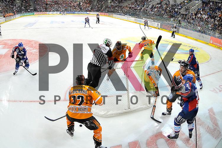 Am Tor von Wolfsburgs Daniar Dshunussow (Nr.30) ist viel los beim Spiel in den Playoff der DEL, Adler Mannheim - Grizzly Adams Wolfsburg.<br /> <br /> Foto &copy; Ice-Hockey-Picture-24 *** Foto ist honorarpflichtig! *** Auf Anfrage in hoeherer Qualitaet/Aufloesung. Belegexemplar erbeten. Veroeffentlichung ausschliesslich fuer journalistisch-publizistische Zwecke. For editorial use only.