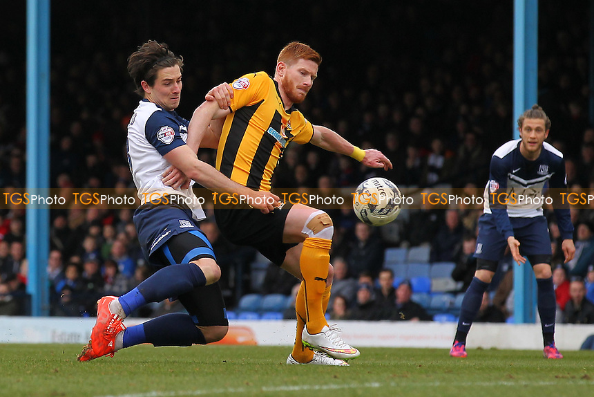Ryan Leonard of Southend United tangles with Matt Harrold of Cambridge United - Southend United vs Cambridge United - Sky Bet League Two Football at Roots Hall, Southend-on-Sea, Essex - 21/03/15 - MANDATORY CREDIT: Gavin Ellis/TGSPHOTO - Self billing applies where appropriate - contact@tgsphoto.co.uk - NO UNPAID USE