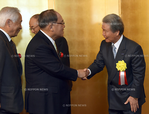 January 5, 2016, Tokyo, Japan - Fujio Mitarai, a former chairman of the Japan Business Federation, is greeted by Sadayuki Sakakibara, right, the imcombent leader of the federation during a New Year party the three major economic organizations co-hosted at the Imperial Hotel in Tokyo on Tuesday, January 5, 2016.  (Photo by Natsuki Sakai/AFLO) AYF -mis-