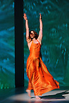Agua<br /> <br /> mise en sc&egrave;ne &amp; chor&eacute;graphie : Pina Bausch<br /> d&eacute;cor : Peter Pabst<br /> costumes : Marion Cito<br /> collaboration musicale : Matthias Burkert<br /> Andreas Eisenschneider : collaboration<br /> Marion Cito : Irene Martinez-Rios , Robert Sturm<br /> <br /> Interpr&eacute;tation : Regina Advento, Pablo Aran Gimeno, Rainer Behr, Andrey Berezin, Damiano Ottavio Bigi, Michael Carter, &Ccedil;agdas Ermis, Silvia Farias Heredia, Jonathan Fredrickson, Ditta Miranda Jasjfi, Nayoung Kim, Cristiana Morganti,  Blanca Noguerol Ram&iacute;rez, Helena Pikon, Jorge Puerta Armenta, Azusa Seyama, Julie Shanahan, Julie Anne Stanzak, Julian Stierle, Michael Strecker, Fernando Suels Mendoza, Anna Wehsarg, Paul White, Ophelia Young<br /> Musique : musique br&eacute;silienne, Baden Powell, Caetano Veloso, David Byrne, Gilberto Gil, Bebel Gilberto, Nana Vasconcelos, Antonio Carlos Jobim, Luiz Bonfa, Bob Brookmeyer, Tom Ze, Grupo Batuque, Carlinhos Brown et Rosanna &amp; ZeIia, Susana Barca, Amon Tobin, Bugge Wesseltoft, Sidsel Endresen, Julien Jacob, Mickey Hart, Tom Waits, Lura, The Tiger Lillies, St Germain, Leftfield, Troublemakers, PJ Harvey, Kenny Burrell and Ike Quebee, Chi-Ling Lui<br /> Cr&eacute;ation 12 mai 2001, Op&eacute;ra Wuppertal.<br /> Au Th&eacute;&acirc;tre de la Ville, le 6 mai 2016