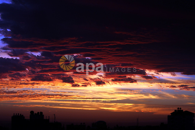 Sunset is seen over Rafah city, in the southern Gaza Strip, February 6, 2015. Photo by Abed Rahim Khatib