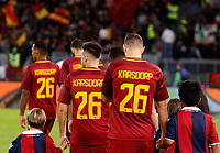 Roma's players enter the pitch wearing jerseys of their injured teammate Roma&rsquo;s Rick Karsdorp, prior to the start of the Serie A football match between Roma and Bologna at Rome's Olympic stadium, October 28, 2017.<br /> UPDATE IMAGES PRESS/Riccardo De Luca