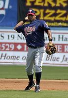 March 29, 2004:  Luis Rivas of the Minnesota Twins organization during Spring Training at Dunedin Stadium in Dunedin, FL.  Photo copyright Mike Janes/Four Seam Images