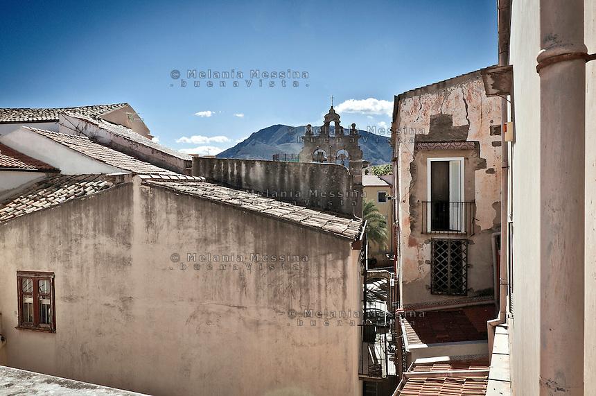 Palermo: view of the roofs in the historic center.<br /> Palermo vista dall'alto dei tetti nella zona di via Lungarini nel centro storico.