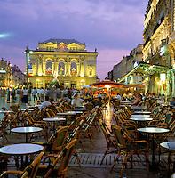 France, Languedoc-Roussillon, Département Hérault, Montpellier: cafe scene at dusk in Place de la Comedie | Frankreich, Languedoc-Roussillon, Département Hérault, Montpellier: Hauptstadt der Region Languedoc-Roussillon, Cafés auf dem Place de la Comedie am Abend