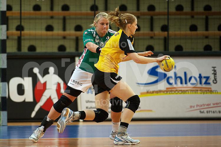 vorne Janine Wegner (FHC) am Ball gegen hinten Christine Dangel (FAG)