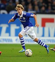 FUSSBALL   1. BUNDESLIGA   SAISON 2011/2012    15. SPIELTAG FC Schalke 04 - FC Augsburg            04.12.2011 Teemu Pukki (FC Schalke 04) Einzelaktion am Ball